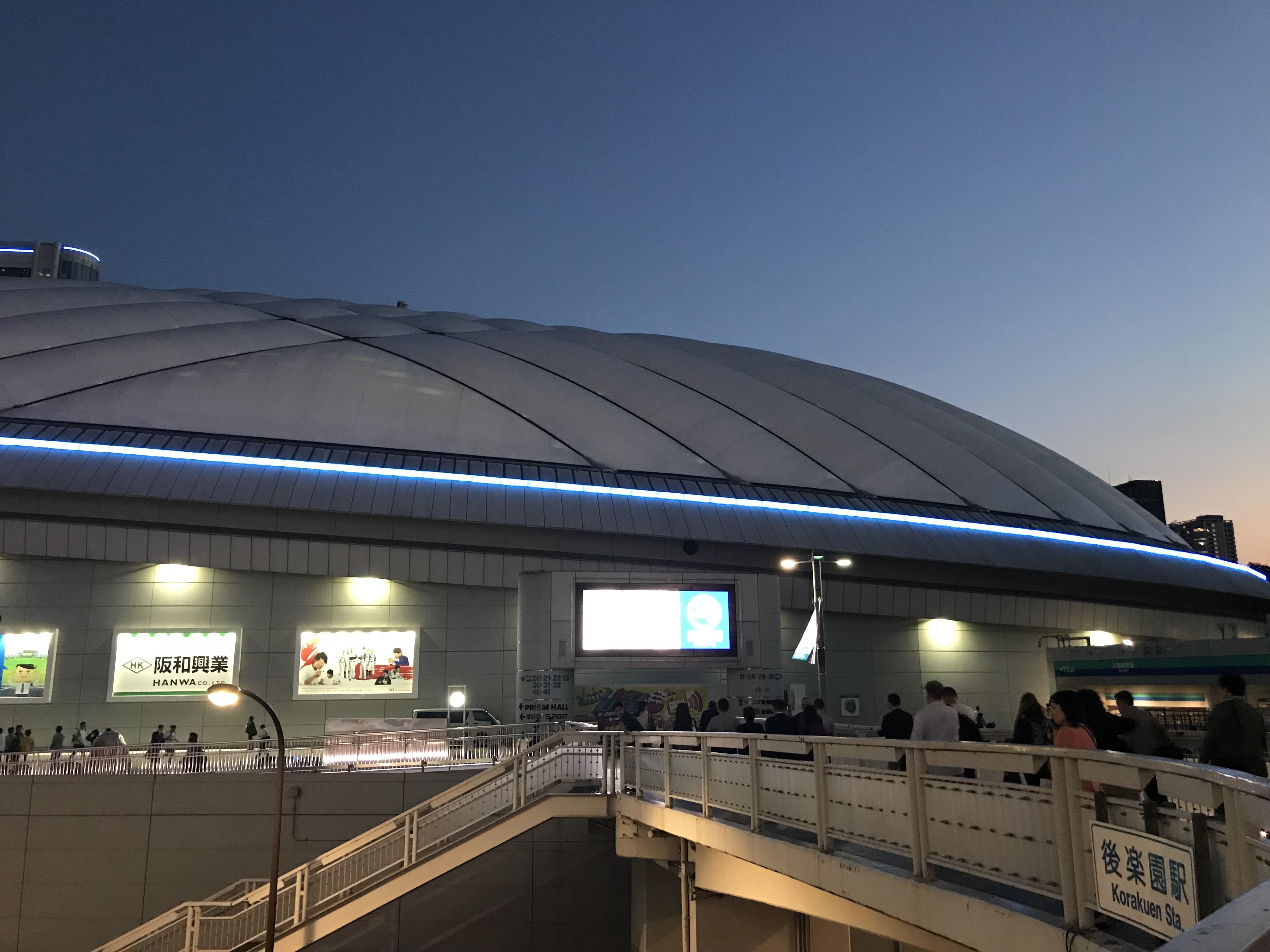 夕暮れの東京ドーム